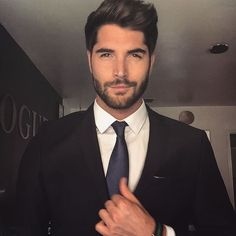 "Nick Bateman en Instagram: ""@uglylovemovie ✈️✈️✈️ We may have found our Tate """