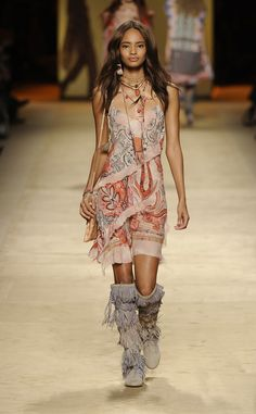 Etro Woman Spring Summer 15 Fashion Show. Discover the collection on www.etro.com