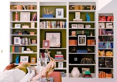 Tips on Styling a Bookcase Like an Interior Designer {Simplified Bee}