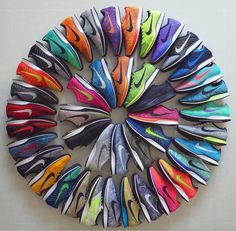 43 x Nike Flyknit = enough to create a beautiful circle. Nike Free Shoes, Nike Shoes Outlet, Nike Flyknit Racer, Nike Racer, Suit Shoes, Nike Elite Socks, Michael Kors Shoulder Bag, Sneaker Heels, Nike Basketball Shoes