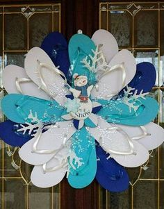 Flip Flop Snowman Wreath...these are the BEST DIY Christmas Decorations & Homemade Craft Ideas!