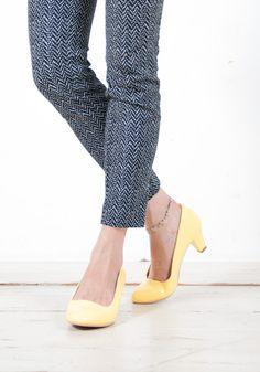 初夏に向けて、足元も軽めの色に❤ 今ならCM公開キャンペーンとセールシーズンで、30%off♥ #sizebook #earthmucisandecology #heels
