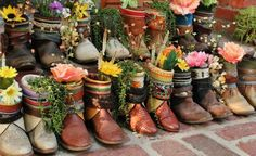 bohemianshoebox: vintage cowboy boots all in a row, used as planters and vases Old Cowboy Boots, Old Boots, Flower Vases, Flower Pots, Festival Boots, Vintage Boots, Art Plastique, Garden Art, Outdoor Gardens