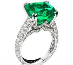 Solyanka Vera Emerald Ring by Fabergé