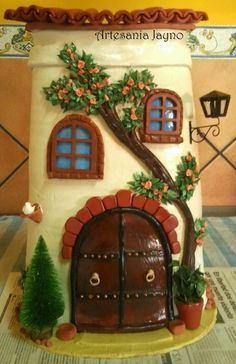 TEJA DECORADA Hobbies And Crafts, Fun Crafts, Diy And Crafts, Smurf House, Clay Art Projects, Paper Napkins For Decoupage, Clay Houses, Play Clay, Decorative Tile