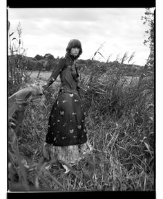 In an exclusive fashion editorial for SLEEK, photographer Damien Fry presents an alternative, vintage-hued vision of May Day Dark Blonde, Dark Hair, Blonde Hair, Countryside Fashion, English Fashion, English Countryside, Light Photography, Editorial Fashion, Documentaries