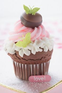 #Butterfly #Cupcake Looking so good, we want one! Great #CakeDecorating - We love and had to share!