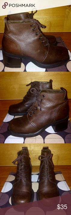 """NINE WEST Drk Brown Gen. Leather Ankle Boots EUC cloud NINE by NINE WEST Dark Brown, Pebbled Leather, Lace Up, 2.5"""" Heel, Ankle Boots EUC US Women's 9 M •DETAILS: *Buttery Soft, Pebbled, Dark Brown Genuine Leather!  *Sturdy 2.5"""" Faux Wood Heel. *Clean Interior & Exterior! *Overall in FANTASTIC Shape! •MEASUREMENTS:  Heel Height- 2.5""""; Boot Height- 5"""" Insole Length- 10""""; Outsole Width- 4"""" **SMOKE-FREE AND PET-FREE HOME!** Nine West Shoes Ankle Boots & Booties"""