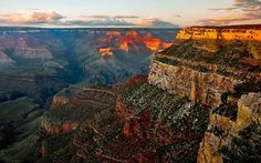 From Las Vegas to Grand Canyon tours- the best, most affordable South Rim bus tour to the Grand Canyon. See the Grand Canyon from Las Vegas. Grand Canyon Arizona, Grand Canyon Hiking, Grand Canyon Tours, Grand Canyon South Rim, Parque Nacional Do Grand Canyon, Monument Valley, Angkor Temple, National Park Lodges, Petrified Forest National Park