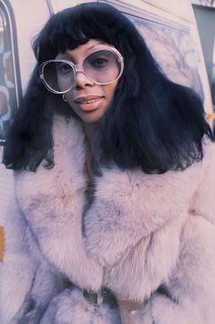 Ideas for fashion disco studio 54 donna summers Studio 54 Fashion, 70s Fashion, Look Fashion, Vintage Fashion, Fashion Ideas, 1970s Disco Fashion, Classy Fashion, School Fashion, Fashion Black