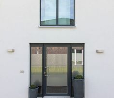 Hauseingang modern - Stadtvilla Haus Flensburg ECO-Massivhaus.jpg