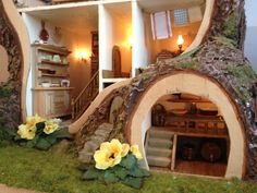 Miniature Mouse Tree Dolls House inspired by BramblyHedge  http://madsmousehouse.wordpress.com/
