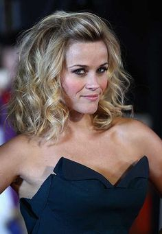 Blonde-Medium-Short-Length-Haircut-for-Wavy-Hair Short Medium Length Haircuts Short Medium Length Haircuts. Short medium hair­ is the magical length. Short Length Haircuts, Mid Length Curly Hairstyles, Haircuts For Wavy Hair, Long Curly Hair, Hairstyles Haircuts, Curled Hairstyles For Medium Hair, Hairstyles Pictures, Natural Hairstyles, Wedding Hairstyles