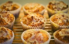 More Cheese Monday Recipe – Really Cheesy Muffins Cheese Recipes, Snack Recipes, Party Buffet, School Snacks, Finger Foods, Muffins, Recipies, Menu, Tasty