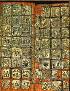 Porta della Cattedrale di S.Zeno a Verona - Le 48 formelle con episodi biblici e storie della vita del santo patrono furono fuse da diversi artisti fra XI e XII secolo