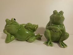 Vintage Porcelain Ceramic Green Frog Salt and Pepper Shakers #home #décor #frog #collectible