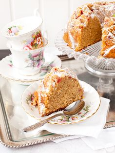 Jaleo in the Kitchen: Teatime !: lime bundt cake, strawberries and poppy seeds Cupcakes, Pound Cake, Lima, Vanilla Cake, Tea Time, Bundt Cakes, Seeds, Strawberry, Eat
