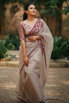 Cotton Saree Designs, Silk Saree Blouse Designs, Saree Blouse Patterns, Designer Blouse Patterns, Fancy Blouse Designs, Bridal Blouse Designs, Dress Designs, Cotton Saree Blouse, Floral Patterns