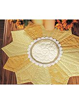 Quilting - Holiday & Seasonal Patterns - Autumn Patterns Make this bright centerpiece using 4 yellow prints in a Dresden-Plate design to resemble a sunflower. This e-pattern was originally published in Quick-to-Stitch Weekend Quilts & Projects. Dresden Plate Patterns, Table Topper Patterns, Dresden Plate Quilts, Quilted Table Toppers, Quilt Patterns, Easy Patterns, Quilting Projects, Quilting Designs, Sewing Projects