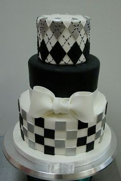 Cool~ But 1 layer smaller would be ideal. People don't really eat cake, do they? Love this cake and I am going to make it but in black and gold for a birthday Gorgeous Cakes, Pretty Cakes, Amazing Cakes, Black And White Wedding Cake, White Wedding Cakes, Fondant Cakes, Cupcake Cakes, Checkered Cake, Adult Birthday Cakes