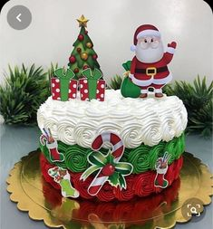 Christmas Themed Cake, Christmas Cake Designs, Christmas Cake Decorations, Christmas Cupcakes, Christmas Sweets, Holiday Cakes, Holiday Baking, Christmas Desserts, Christmas Baking