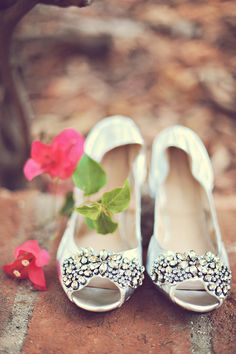 Perfect wedding flats for dancing! I'm obsessed with these. | ArianaB Photography