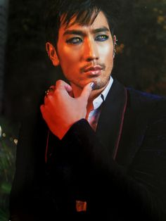 Start your Magnus Bane costume with black eyeliner and cat eye contacts! What would you add? #TMIHalloween