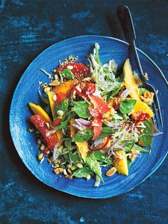 Give your next salad a tropical sweetness and texture by adding the flesh of a juicy mango. There's so much to love about this no-fuss, quick midweek meal. Sesame Ginger Dressing, Herb Salad, Cooking Recipes, Healthy Recipes, Healthy Salads, Healthy Eating, Mango Salad, Midweek Meals, Pasta Salad