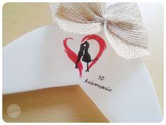 Perchas Personalizadas de Mari y Luís http://www.lacasitadecuqui.es/2012/12/perchas-personalizadas-de-mari-y-luis/