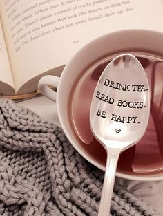 Books and tea and books and tea and books. things to buy for the bookwork/tea lover! Book Lovers Gifts, Gift For Lover, The Lover, Book Gifts, Latte, Tea Reading, Stamped Spoons, Hand Stamped, Painted Spoons