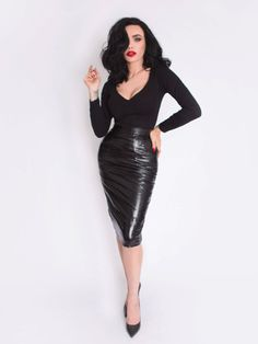 Black Marilyn Top in Black – La Femme En Noir Dark Fashion, Gothic Fashion, Retro Fashion, Vintage Fashion, Pin Up Fashion, Womens Fashion, Pin Up Outfits, Cute Outfits, Fashion Outfits