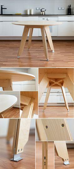 Plywood Table - bom pormenor para acertar os pés, principalmente se forem flexíveis (um parafuso)