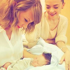 Taylor Swift meets her Godson! Jaime King introduces son Leo Thames <3