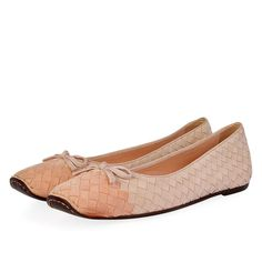 These stunning Bottega Veneta Ballet Flats are beautifully crafted for style and comfort. Mean Girls, Bottega Veneta, Pretty In Pink, Ballet Flats, Blush Pink, Dust Bag, How To Wear, Bags, Beauty