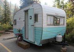 House of Noise. I mean boys.: Vintage trailer Restoration - Very cute little trailer redo! Retro Caravan, Vintage Campers Trailers, Vintage Caravans, Camper Trailers, Vintage Motorhome, Diy Caravan, Tiny Trailers, Caravan Ideas, Retro Campers