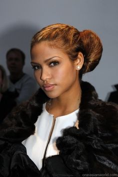 Cassie attends the Gareth Pugh Ready to Wear show during Paris Womenswear Fashion Week Fall/Winter 2011 at the Palais De Tokyo on March 2010 in Paris, France. Celebrity Hairstyles, Cute Hairstyles, Braided Hairstyles, Creative Hairstyles, Gareth Pugh, Cassie Ventura, Ponytail Bun, Hair Photo, Beauty Trends