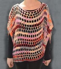 Knitting Patterns Poncho For a very easy particle I can show you the instructions today. 1 poncho in one size - . Crochet Pullover Pattern, Poncho Knitting Patterns, Knit Crochet, Crochet Patterns, Crochet Wraps, Poncho Pullover, Poncho Sweater, Helen Williams, Crochet Bracelet
