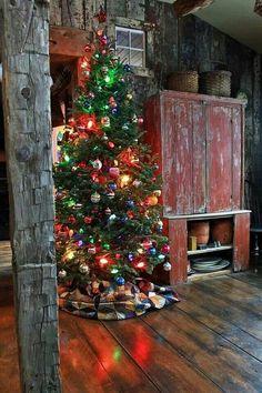 A Farmhouse Primitive Christmas Primitive Christmas, Cabin Christmas, Noel Christmas, Merry Little Christmas, Country Christmas, All Things Christmas, Winter Christmas, Christmas Lights, Christmas Decorations