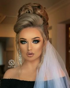 Formal Hairstyles For Long Hair, Open Hairstyles, Long Hair Styles, Dramatic Wedding Makeup, Wedding Makeup Looks, Pakistani Bridal Hairstyles, Wedding Hairstyles, Blonde Updo, Glamour Makeup