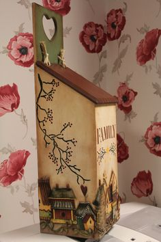 Poşet Kutusu 2 #Craft #DIY Made by Sema ERGÜN Decor Crafts, Home Crafts, Diy Crafts, Home Decor, Decoupage Table, Wooden Painting, Painted Furniture, Frame, Artwork
