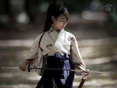 ЗРЕЛОСТЬ «Умственное спокойствие, не мастерство, является признаком зрелости самураев. Самурай поэтому не должно быть ни напыщенный высокомерный.» -Цукахара Bokuden