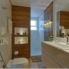 O amadeirado, os nichos iluminados e as arandelas me encantaram ❤ @construindominhacasaclean #blog #construindominhacasaclean #decor #decoracao #design #interiordesign #interior #casa #instadecor #lovedecor #instablogger #digitalinfluencer #casaclean...