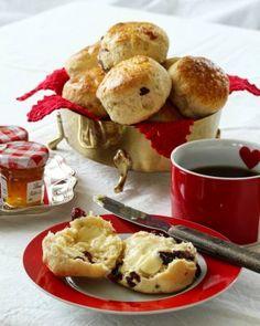 Boller og kanelboller - tangzhong style - krem.no French Toast, Dessert, Baking, Breakfast, Food, Brioche, Morning Coffee, Deserts, Bakken