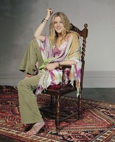 Joss Stone does this Boho style perfectly. The coulours are earthy and light yet give off a warm happy feeling. Boho Chic, Boho Style, My Style, Joss Stone, Boho Fashion, Womens Fashion, Boho Hairstyles, I Love Girls, Sexy Feet