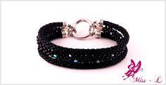 Mooie elegante Kumhimo armband waarvan je de armbanden kunt verwisselen zodat  je de armband met iedere outfit kunt matchen !
