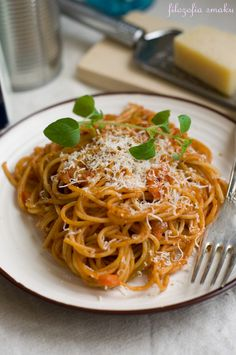 Spaghetti in tomato sauce with vegetables