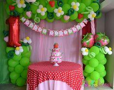 Ideas para fiestas de rosita fresita 1st Birthday Parties, Birthday Party Decorations, Birthday Fun, Birthday Ideas, Party Cakes, Vintage Strawberry Shortcake, Strawberry Shortcake Birthday, Balloon Banner, Balloon Ideas
