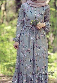 فساتين طويل Hijab Dress Party, Hijab Style Dress, Hijabi Gowns, Pakistani Dresses, Muslim Women Fashion, Arab Fashion, Mode Abaya, Mode Hijab, Modest Dresses
