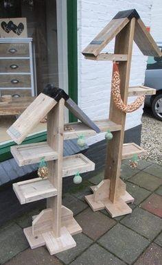 Stoer vogelhuis van steigerhout