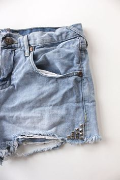 Oh my. If I ever have the guts ro wear shorts again, this might happen. DIY: studded denim cutoffs